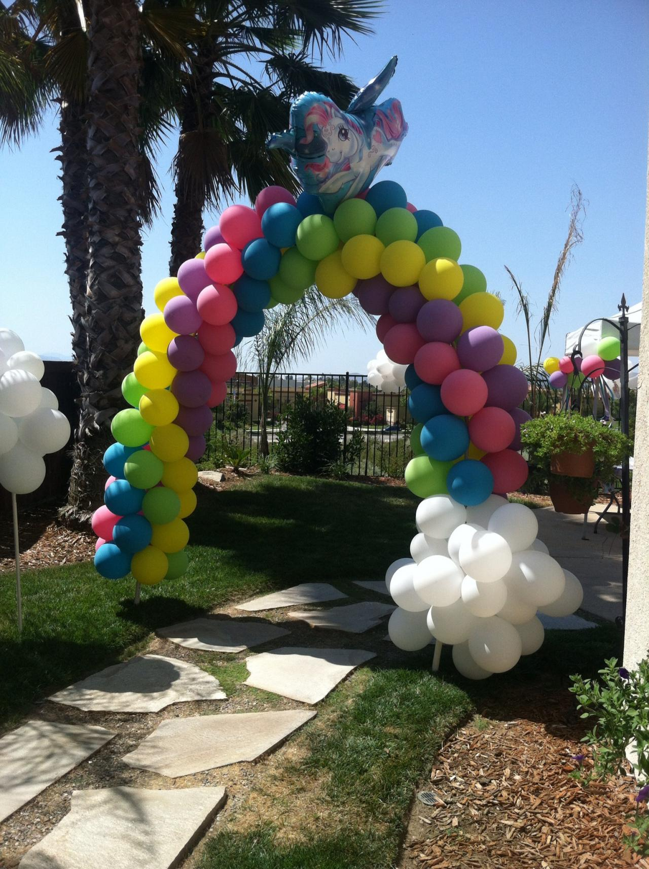 how to make balloon columns and arches